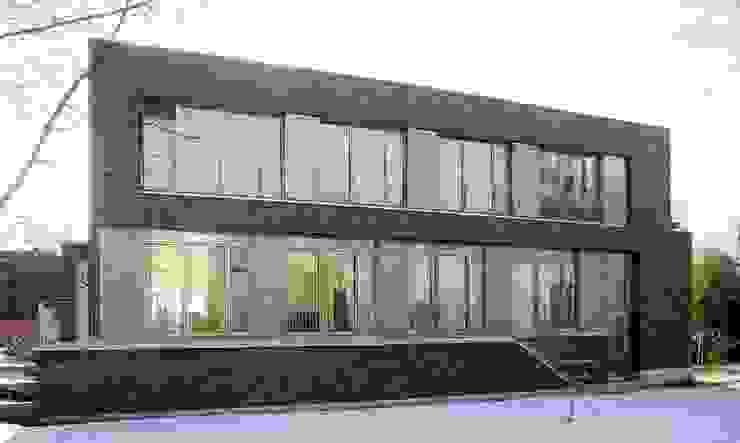 wohnhaus mit torhaus, soltau Moderne Häuser von Peter Olbert Architekt Modern