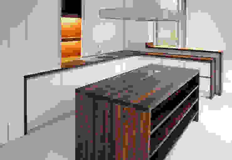 wohnhaus mit torhaus, soltau Moderne Küchen von Peter Olbert Architekt Modern