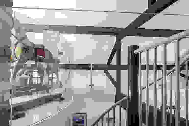Millennium Drive : Mezzanine Space Nic Antony Architects Ltd Koridor & Tangga Modern