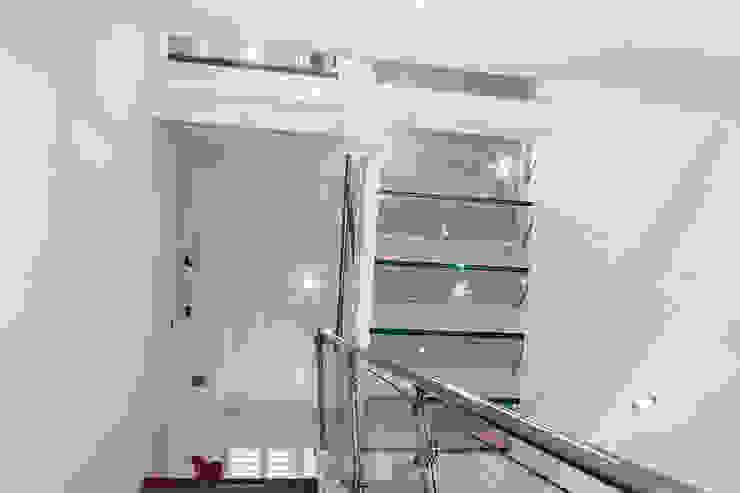 Interior House Remodelling, London E14 Nic Antony Architects Ltd Modern corridor, hallway & stairs