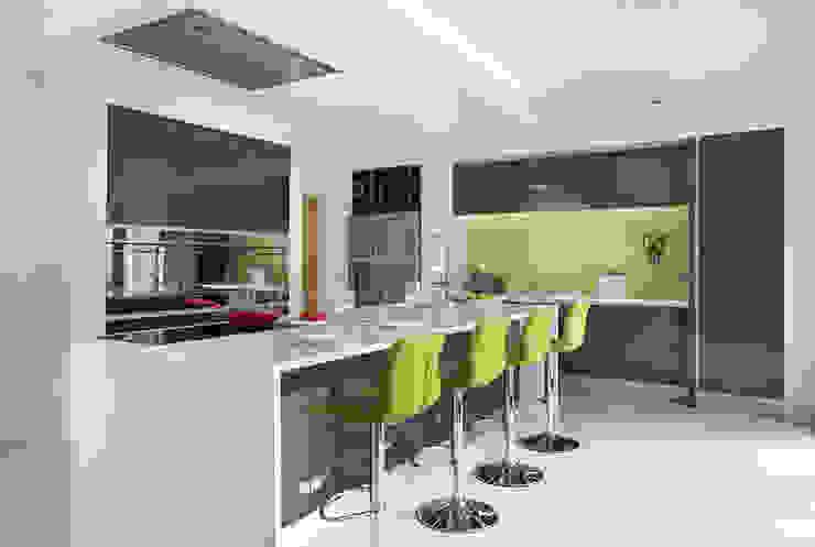 Wild Lime Glass Splashback in Grey Minimalist Kitchen Minimalist kitchen by DIYSPLASHBACKS Minimalist Glass