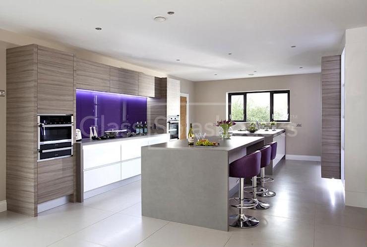 Striking Purple Glass Splashback in Zebrano Modernist Kitchen Minimalist kitchen by DIYSPLASHBACKS Minimalist Glass