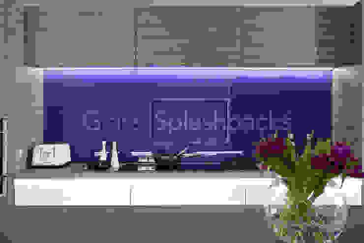 Striking Purple Glass Splashback in Zebrano Modernist Kitchen Minimalist kitchen by DIYSPLASHBACKS Minimalist