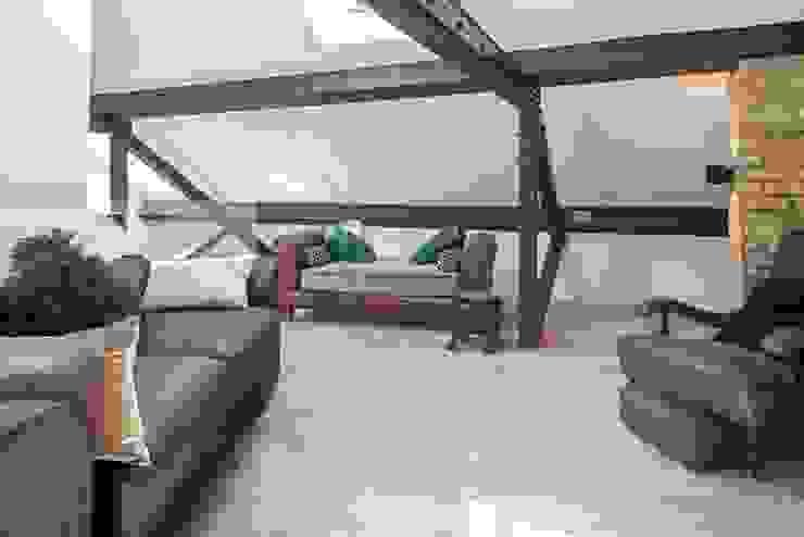 Millennium Drive : Mezzanine Space Nic Antony Architects Ltd Corridor, hallway & stairsSeating