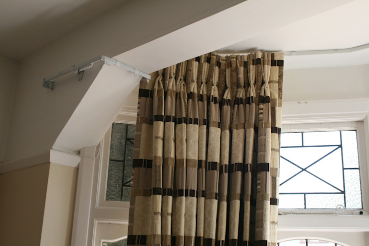 After: Curtains around complicated bay por Alf Onnie