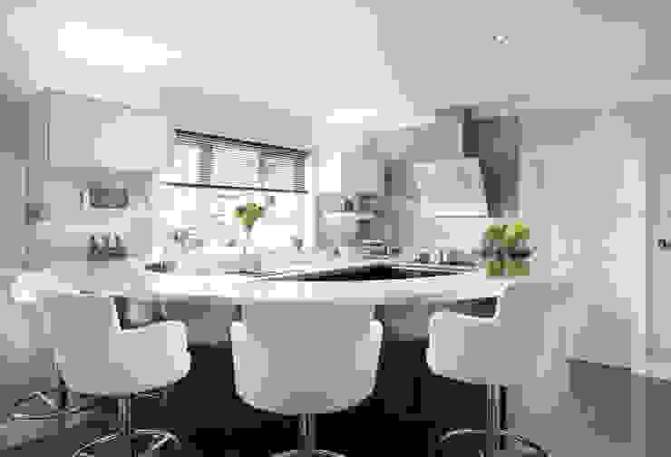 Whisper Grey Glass Splashback in Modern Monochrome Kitchen Modern kitchen by DIYSPLASHBACKS Modern Glass