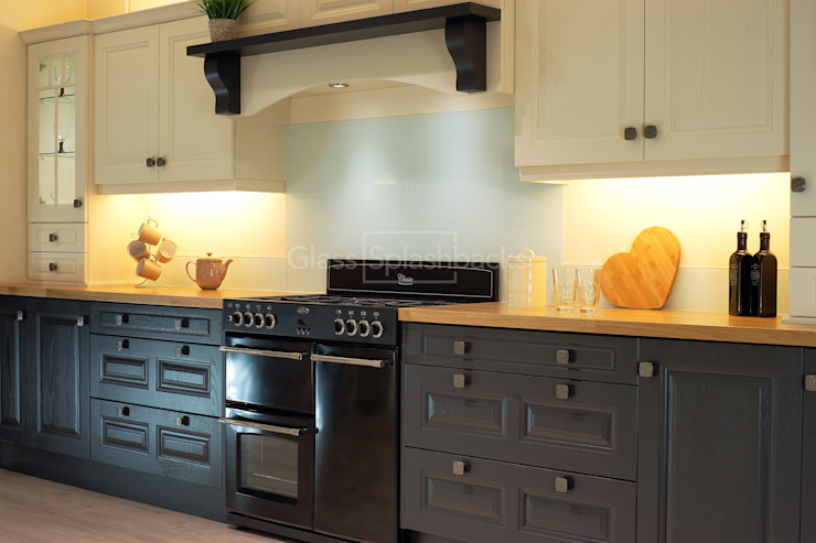 Glacier Glass Splashback and up-stands in a hand-painted traditional Kitchen. by DIYSPLASHBACKS Colonial Glass