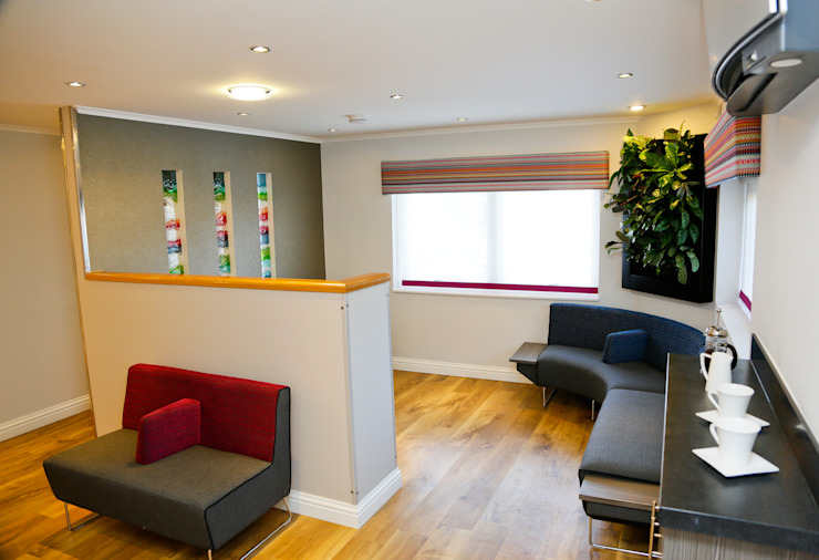 Private Orthodontic Practice Modern clinics by Koubou Interiors Modern