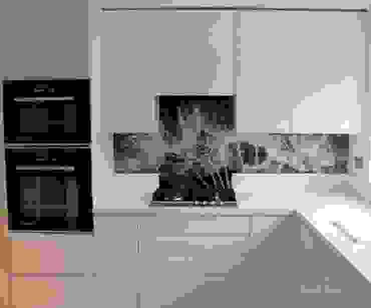 Dandelion Clocks Printed Glass Splashback in Modern Kitchen Modern kitchen by DIYSPLASHBACKS Modern Glass