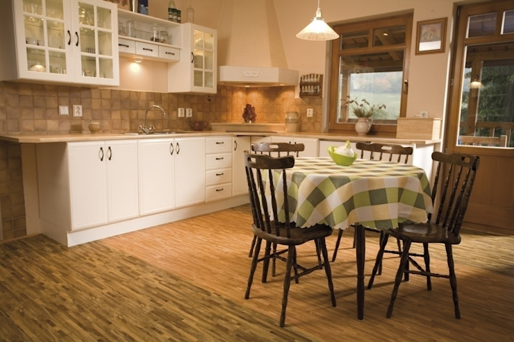 Country style kitchen by Supreme Floors Ibérica S.L. Country