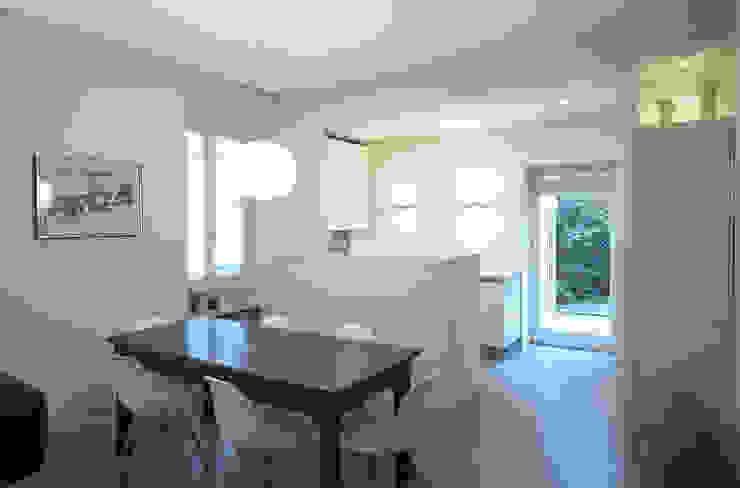 """Soggiorno """"open space"""" Cucina moderna di lastArch - lattanzistatellaArchitetti Moderno"""