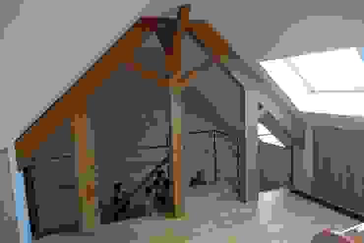 Salas multimedia de estilo moderno de Benoit Viot Eirl Moderno