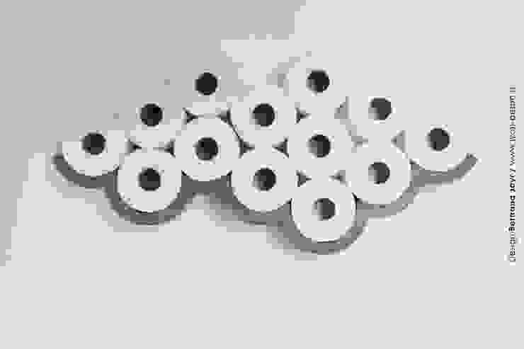 CLOUD / Etagère béton pour papier toilette par Bertrand Jayr Éclectique