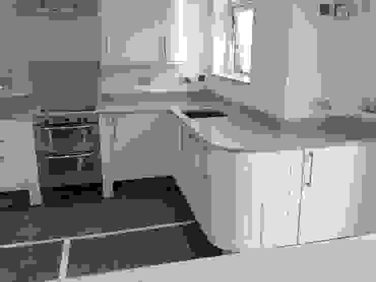 Silestone Aluminio Nube Worktops Cocinas de estilo moderno de Marbles Ltd Moderno