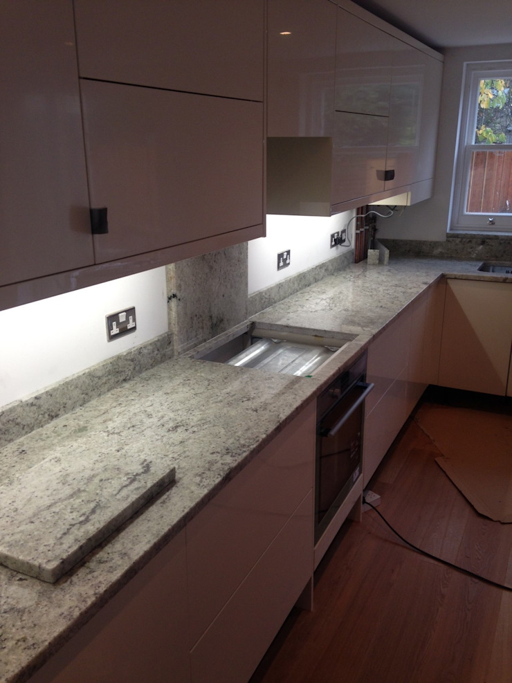 New Kashmir White Granite Worktops Classic style kitchen by Marbles Ltd Classic
