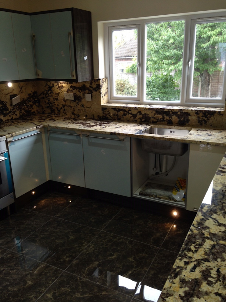 Delicatus Granite Worktops & Full height upstands Classic style kitchen by Marbles Ltd Classic