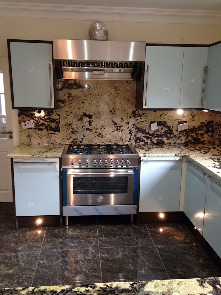 Delicatus Granite Worktops & Full height upstands Eclectic style kitchen by Marbles Ltd Eclectic
