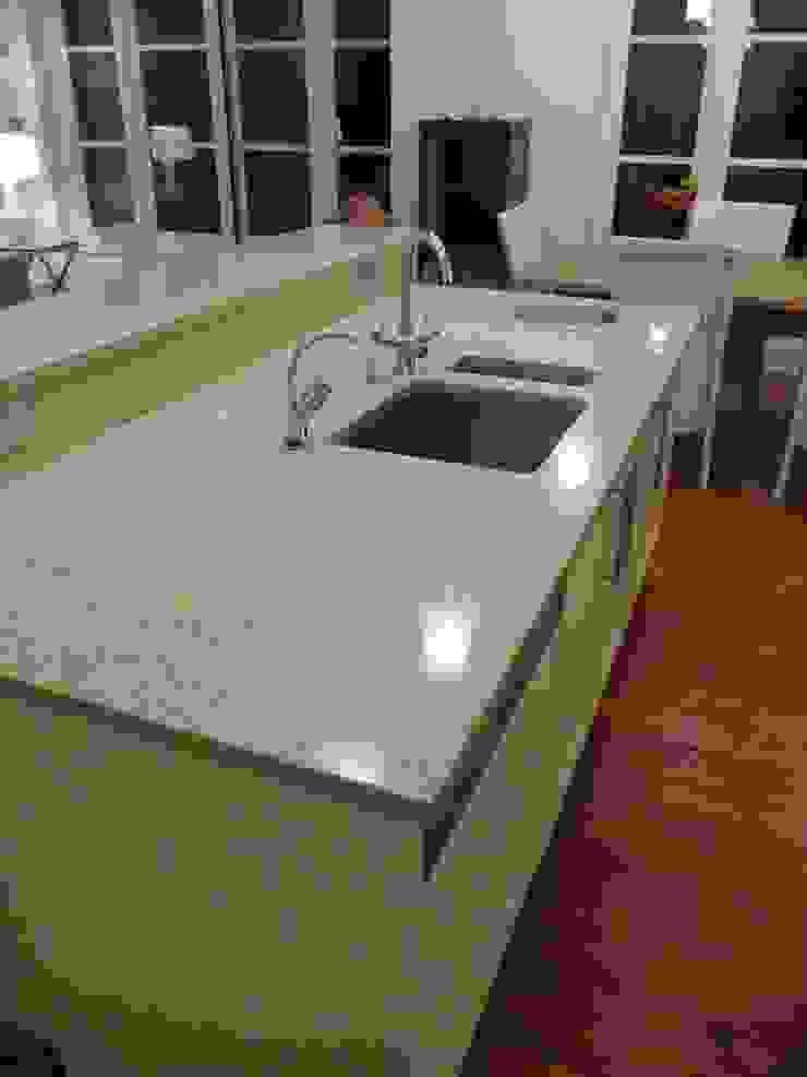 Silestone Ivory Coast / Bamboo Quartz Worktops Modern kitchen by Marbles Ltd Modern
