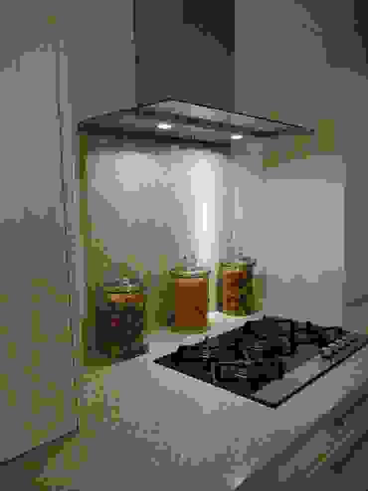 Silestone Ivory Coast / Bamboo Quartz Worktops Cocinas de estilo moderno de Marbles Ltd Moderno