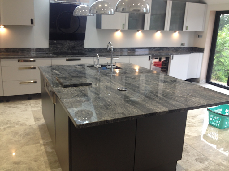 Silver Forest Granite Worktops Cocinas de estilo moderno de Marbles Ltd Moderno