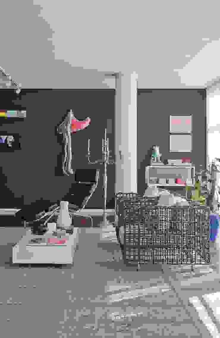 Apto. Higienópolis SP – <q>Por Amor a Arte </q> Salas de estar modernas por AMMA PROJETOS Moderno