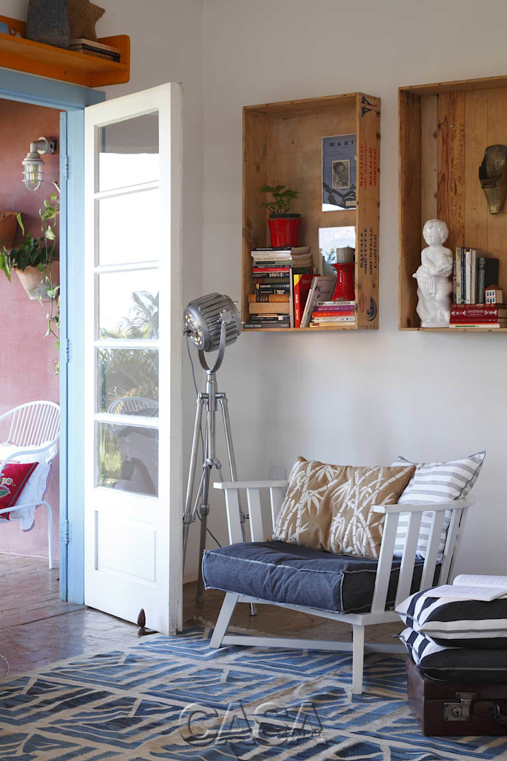 Casa Litoral Norte SP – <q>Alma Caiçara</q> Corredores, halls e escadas mediterrâneos por AMMA PROJETOS Mediterrâneo