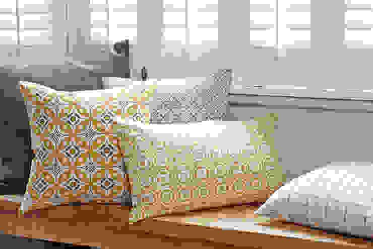 Hand screen printed cushions: scandinavian  by akin & suri, Scandinavian