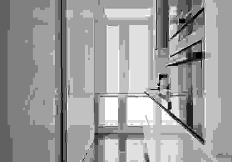VIENDA CENTRO BILBAO Modern kitchen by SILVIA REGUERA INTERIORISMO Modern