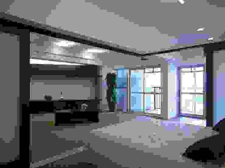 鵠沼の家 オリジナルデザインの リビング の 株式会社エキップ オリジナル