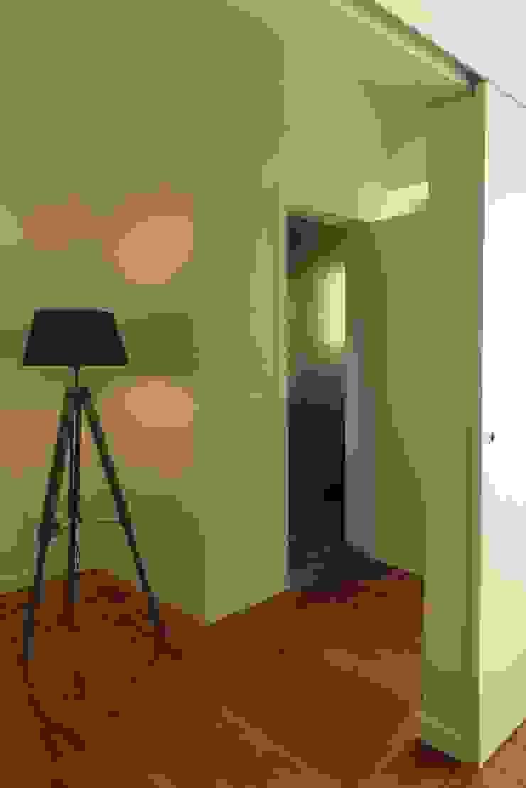 Apartamento na Av. Roma Corredores, halls e escadas modernos por Atelier da Calçada Moderno