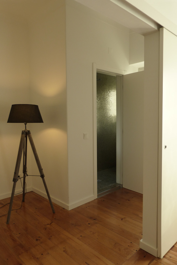 Atelier da Calçada Modern Corridor, Hallway and Staircase