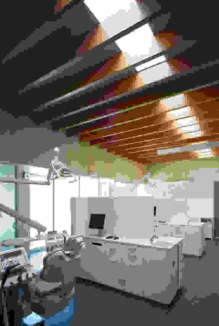 Modern clinics by プライム建築都市研究所 Modern
