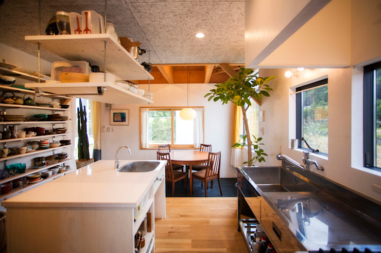 TMS オリジナルデザインの キッチン の ZOYA Design Office オリジナル 木 木目調