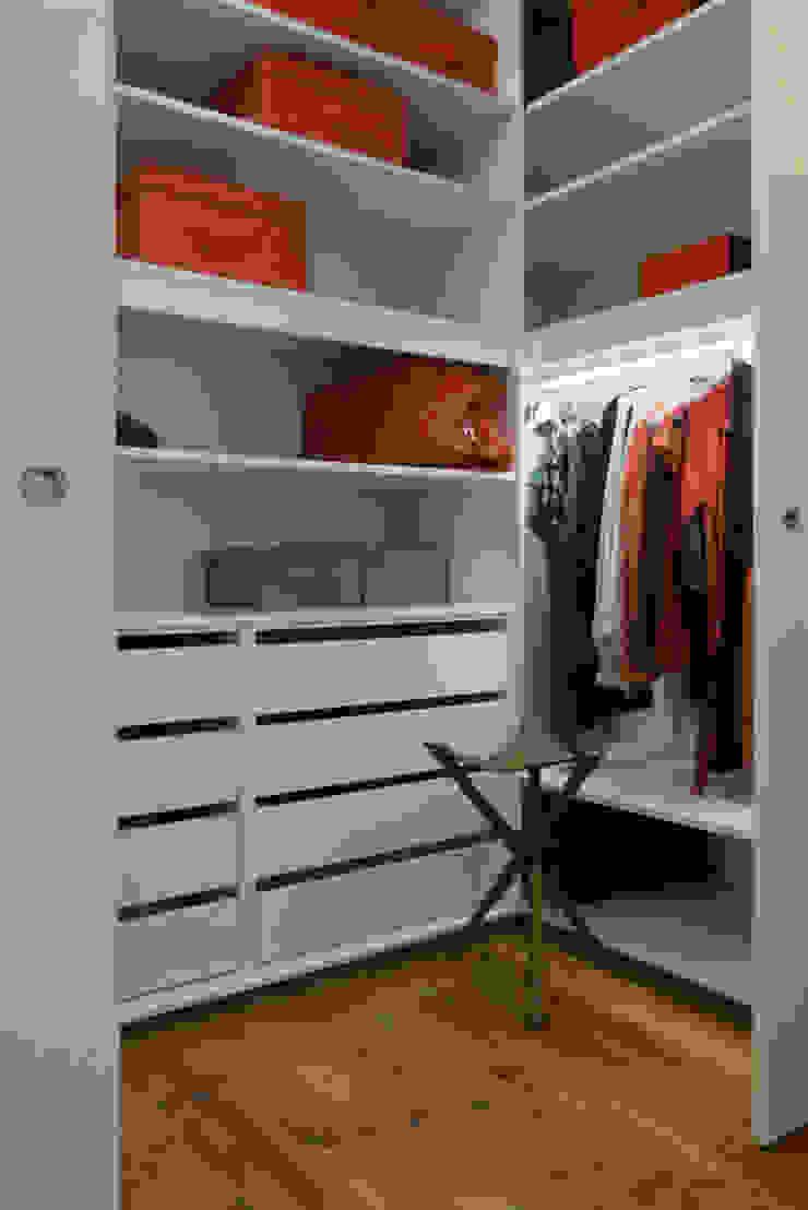 Apartamento na Av. Roma Closets modernos por Atelier da Calçada Moderno