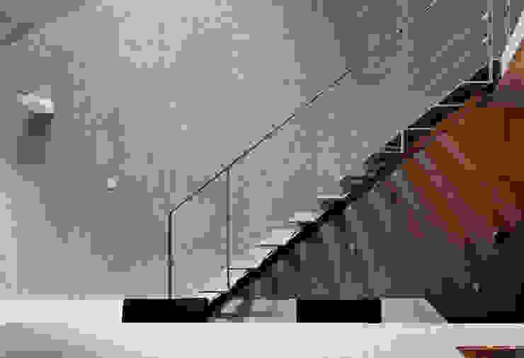 階段 ミニマルスタイルの 玄関&廊下&階段 の プライム建築都市研究所 ミニマル