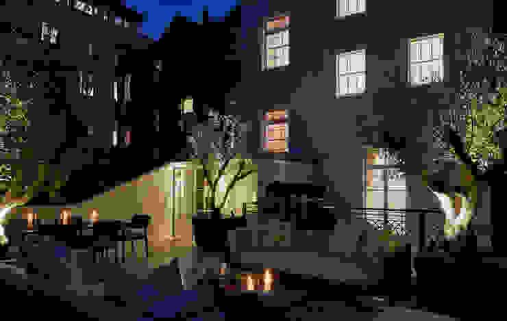 Belgravia roof terrace photo at night van FORK Garden Design