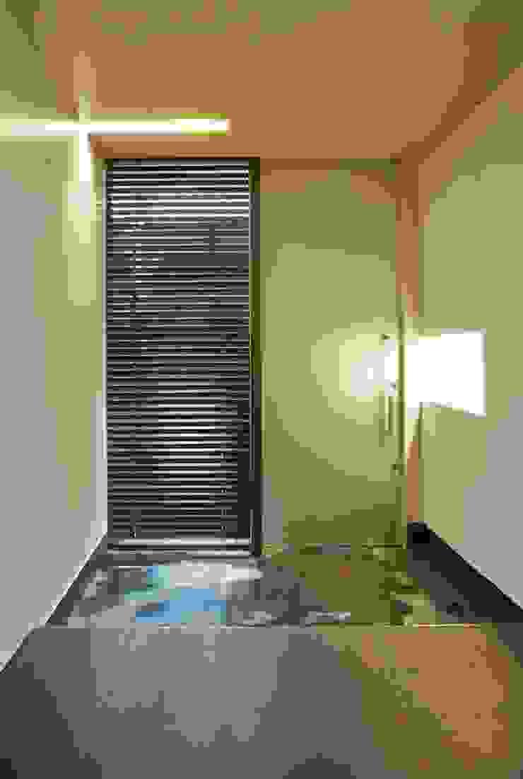 Air flap ―窓というには大きすぎる!オープンエアーな空間― モダンな 窓&ドア の 一級建築士事務所オブデザイン モダン
