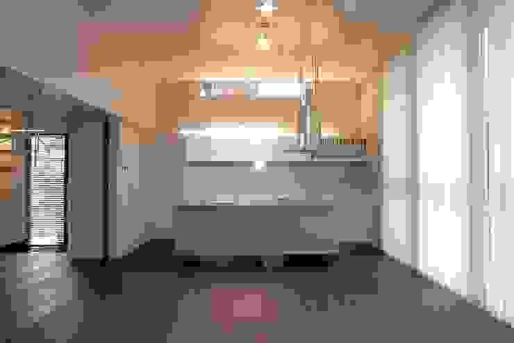 Air flap ―窓というには大きすぎる!オープンエアーな空間― モダンな キッチン の 一級建築士事務所オブデザイン モダン
