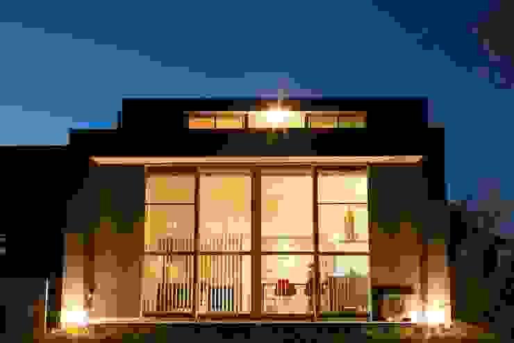 Air flap ―窓というには大きすぎる!オープンエアーな空間― モダンな 家 の 一級建築士事務所オブデザイン モダン