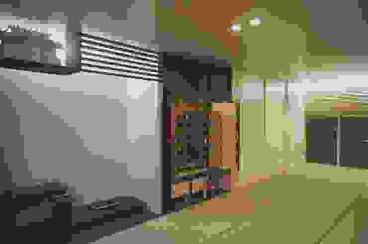 Air flap ―窓というには大きすぎる!オープンエアーな空間―: 一級建築士事務所オブデザインが手掛けた現代のです。,モダン