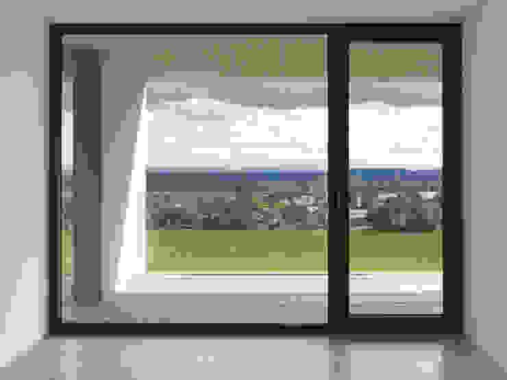 Minimalistische slaapkamers van ern+ heinzl Architekten Minimalistisch