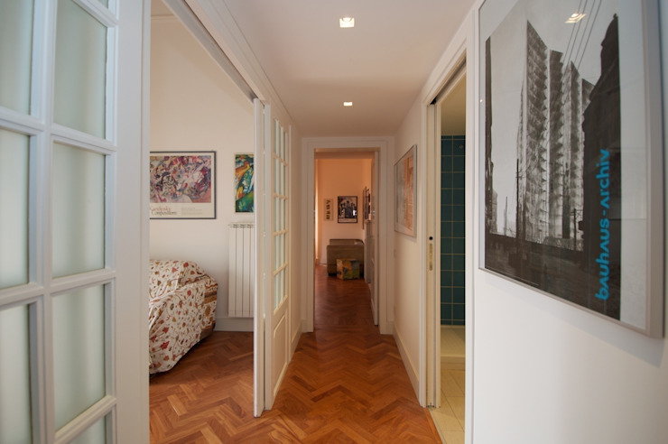 CalìArchitetti Modern corridor, hallway & stairs