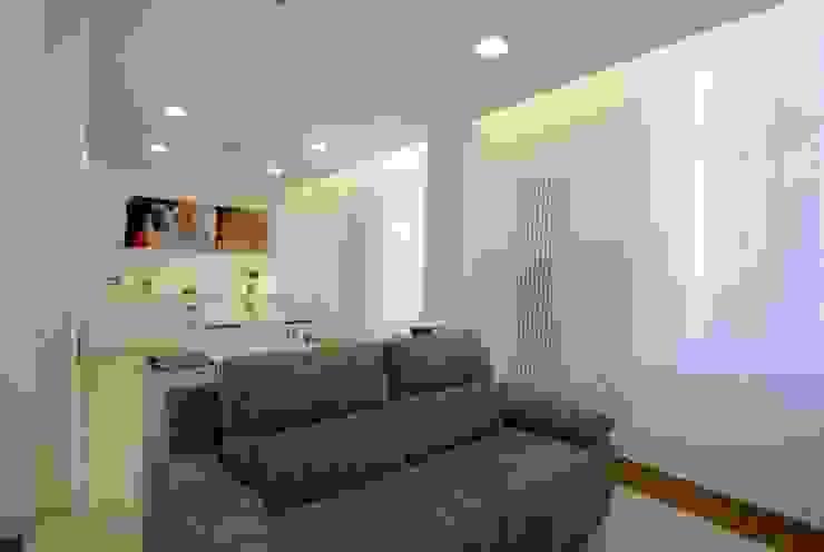 Salon moderne par CalìArchitetti Moderne