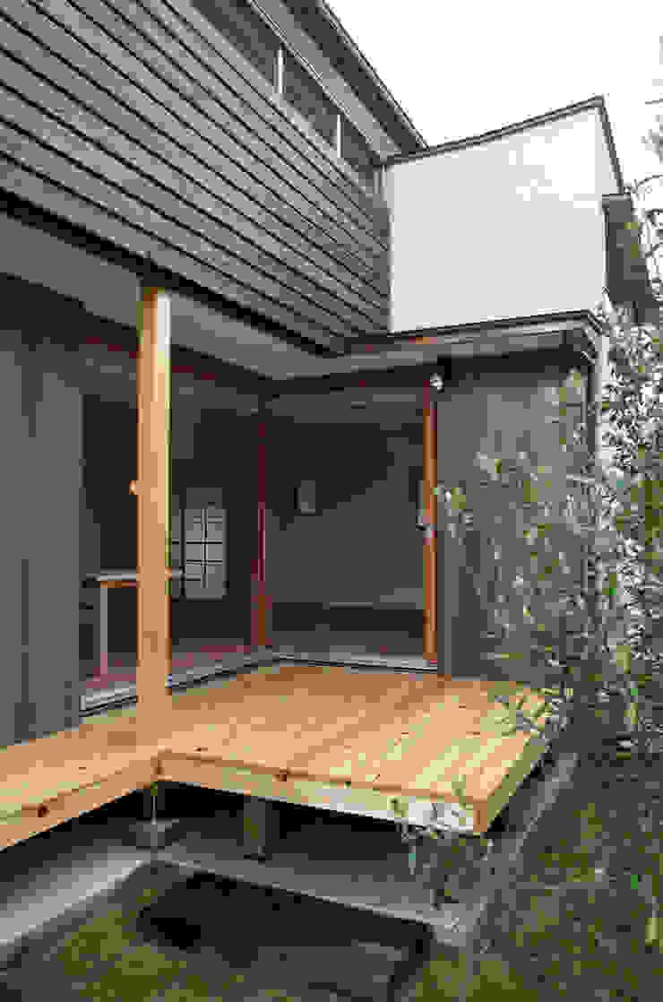 デッキスペース 瀧田建築設計事務所 オリジナルデザインの テラス