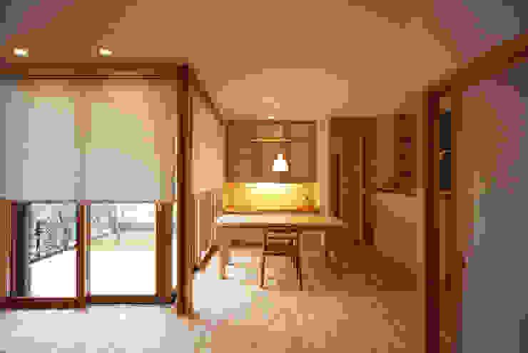 スタディコーナーがあるダイニング 瀧田建築設計事務所 オリジナルデザインの ダイニング