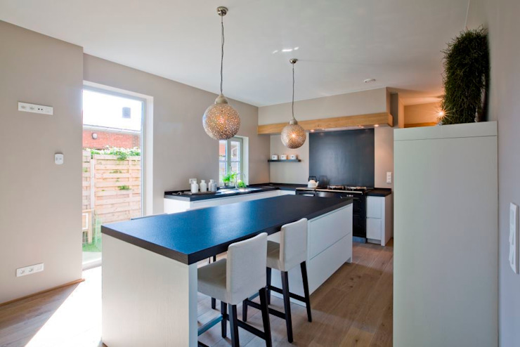Nobel flooring Modern style kitchen