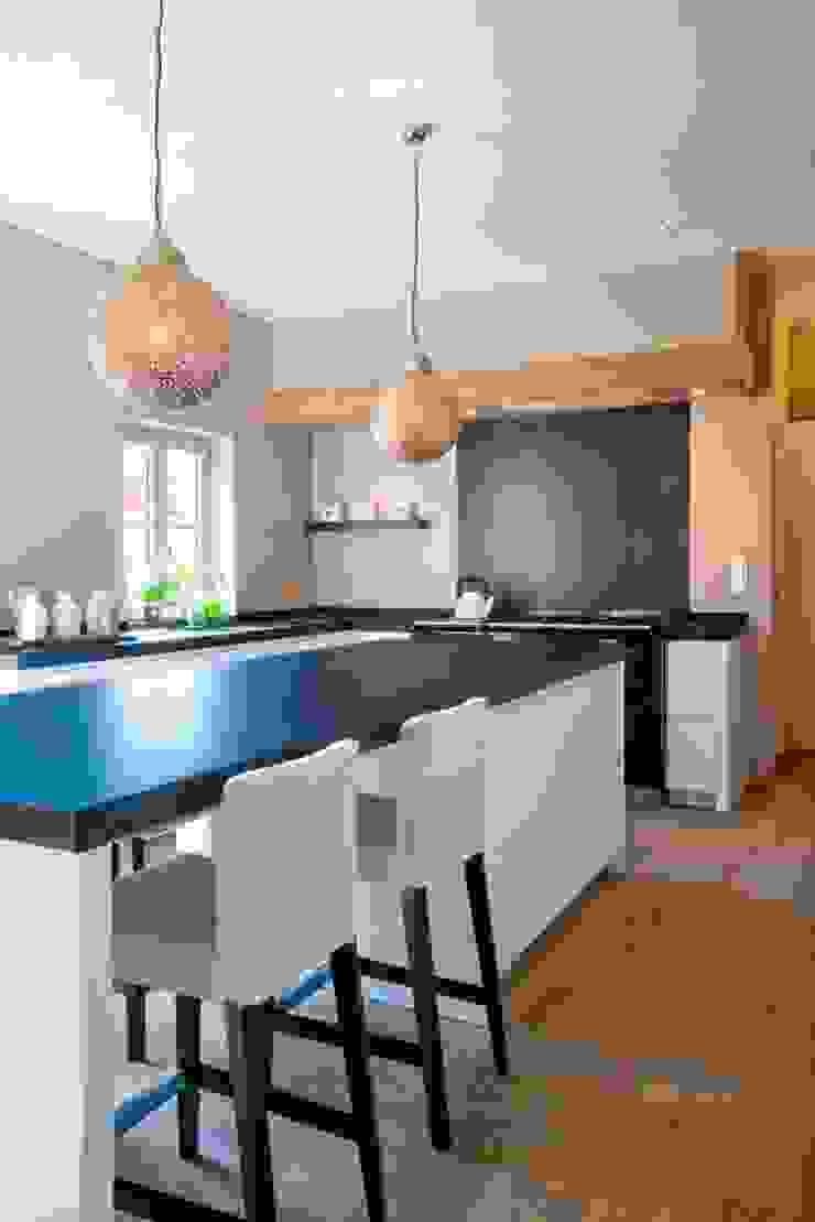 Nobel flooring Кухня в стиле модерн