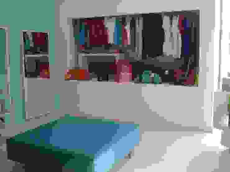 Zona de exposição de roupa por Traço Magenta - Design de Interiores Moderno