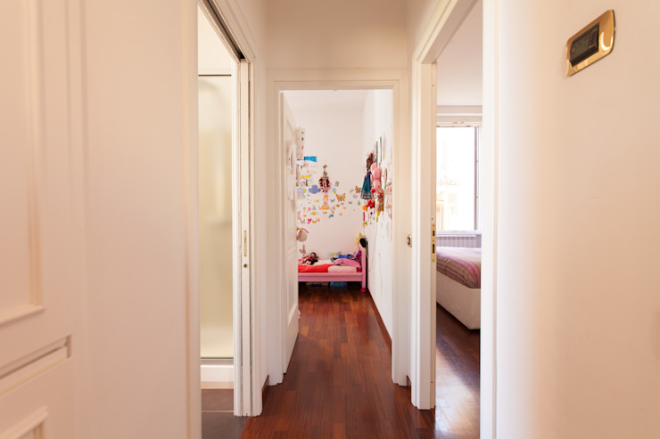 Pasillos, vestíbulos y escaleras de estilo moderno de Edi Solari Moderno