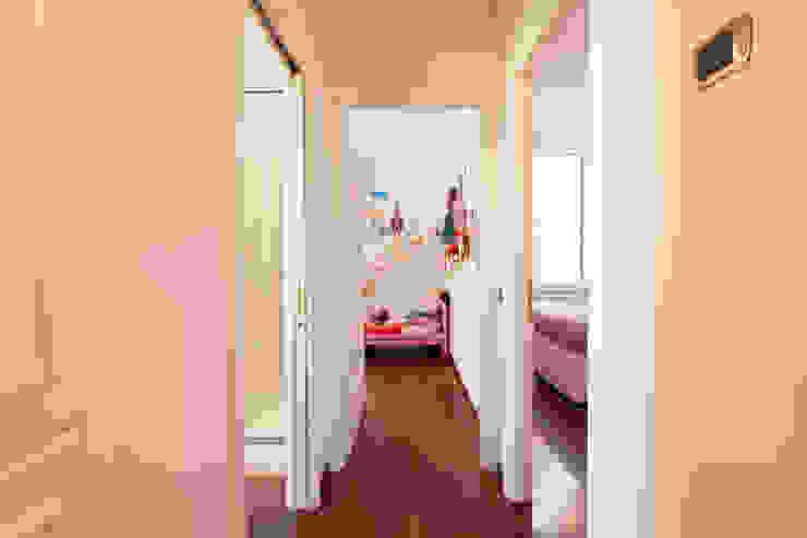 Modern Corridor, Hallway and Staircase by Edi Solari Modern